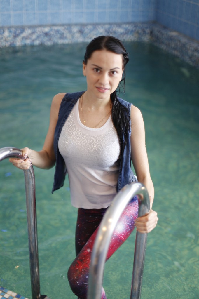 In the pool leggings and pools on pinterest for Wearing t shirt in swimming pool